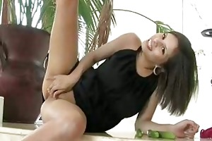 gorgeous hawt young chick posing and masturbating