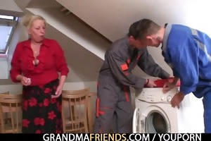 granny suggests her wet crack as a payment