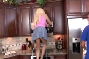 blond mother i jerking in the kitchen