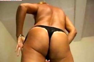 hawt blonde tranny in threesome with old women