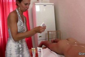 old masseuse gets her bushy slit pounded