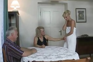 guy caught his girlfriend with her older mom and