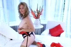 seductive milf stretches her wet crack