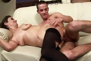 sexy d like to fuck takes a young guy in her face