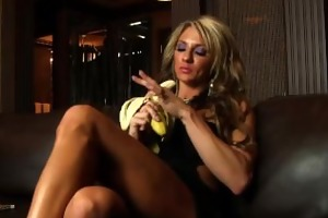 hot fitness milf sucks a bananna like a dick