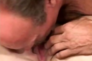 amateur housewife squirts on pussy eating mans