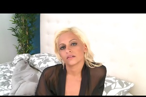 breasty blonde mom cheats on her spouse with a