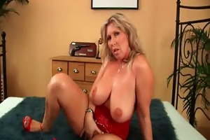mature soccer mamma with natural big tits