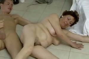 mommys hairypussy receives fuck