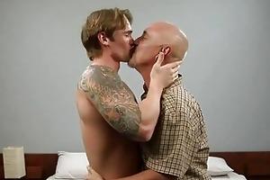 tattooed gay hunk bonks aged homo dad in bedroom