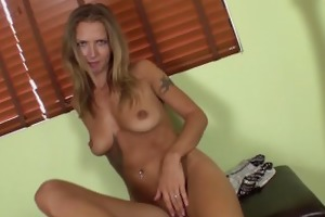 alina long receives off with a vibrator
