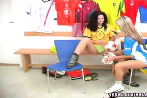 sporty 19 year old lesbo girls undressing in the