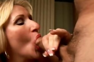 hot cougar loves to give a sloppy rimjob