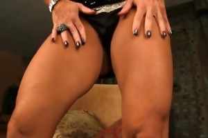 elisa ann t live without to rub her hawt muscels