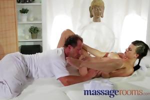 massage rooms expert masseur technique makes