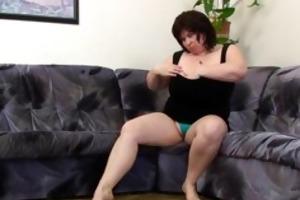 busty and aged big beautiful woman masturbates